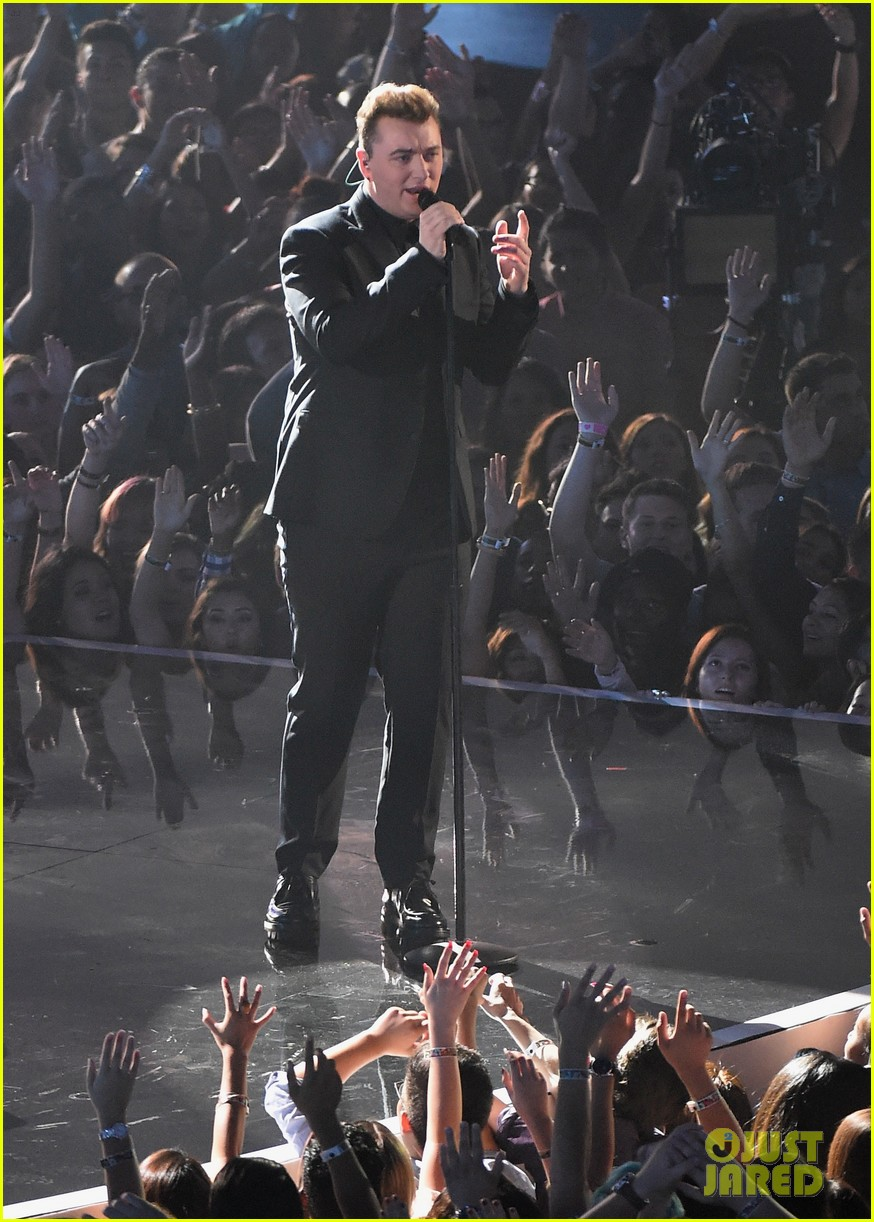 sam smith belts out stay with me at mtv vmas 2014 03