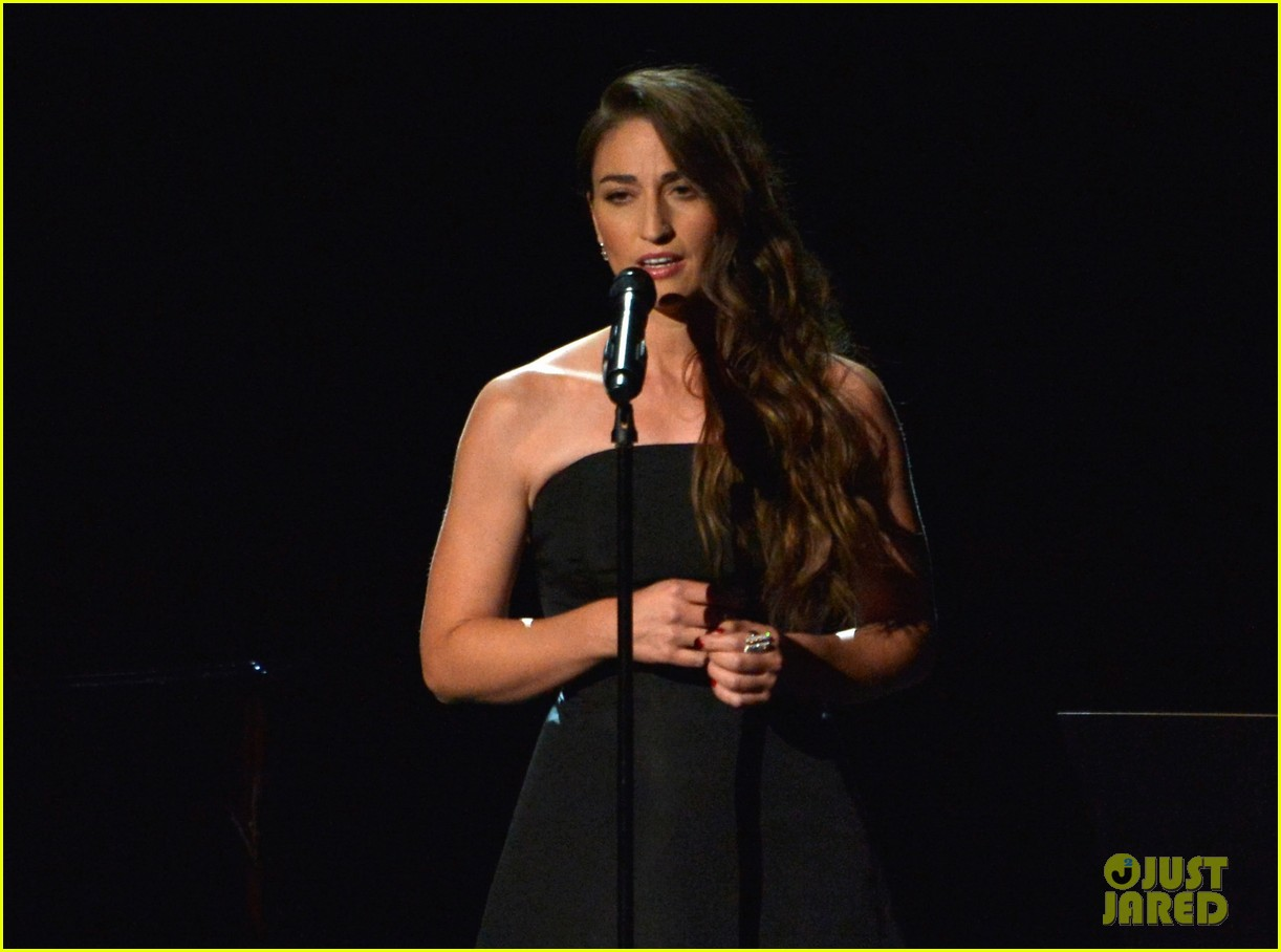 sara bareilles beautifully sings in memoriam at emmys 2014 video 043183826