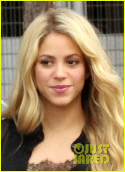 shakira steps out after announcing pregnancy news 023186317