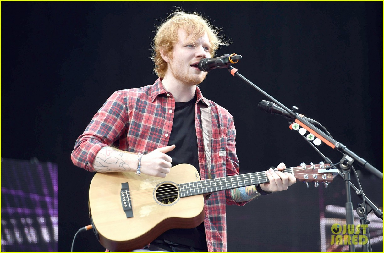 ed sheeran v festival performance sing 073177593