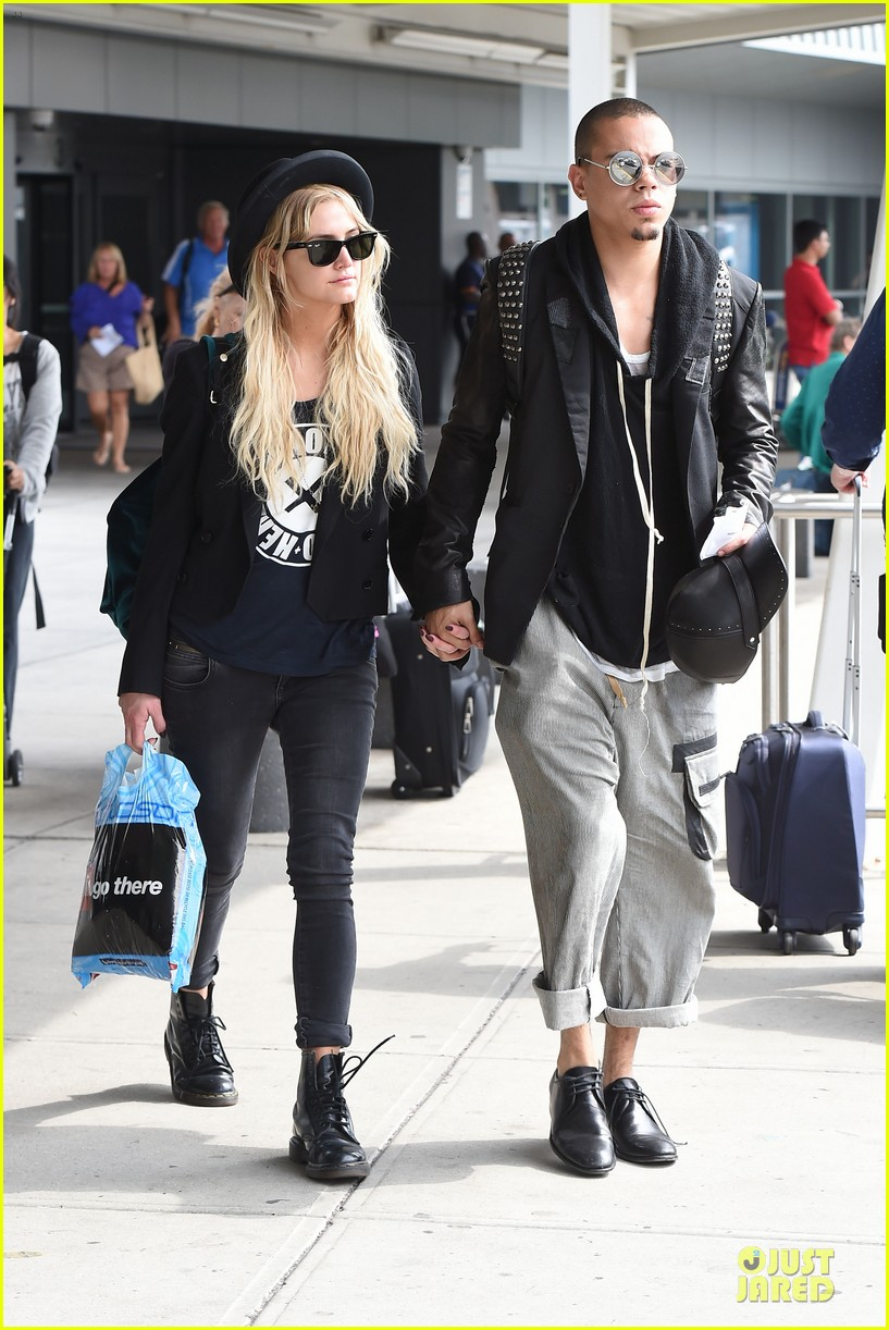 ashlee simpson evan ross hold hands after bachelorette party 063181329