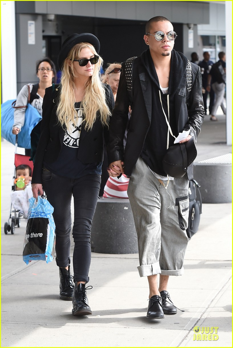 ashlee simpson evan ross hold hands after bachelorette party 073181330