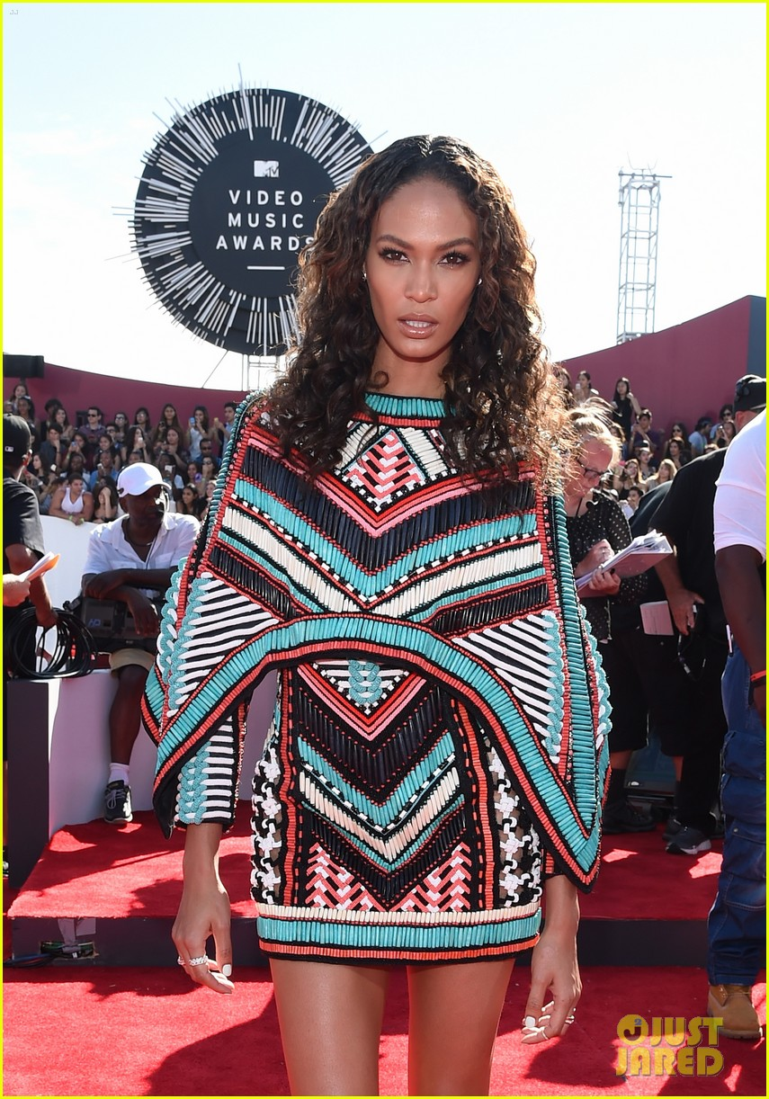 joan smalls chanel west coast keep it short at vmas 2014 043182697