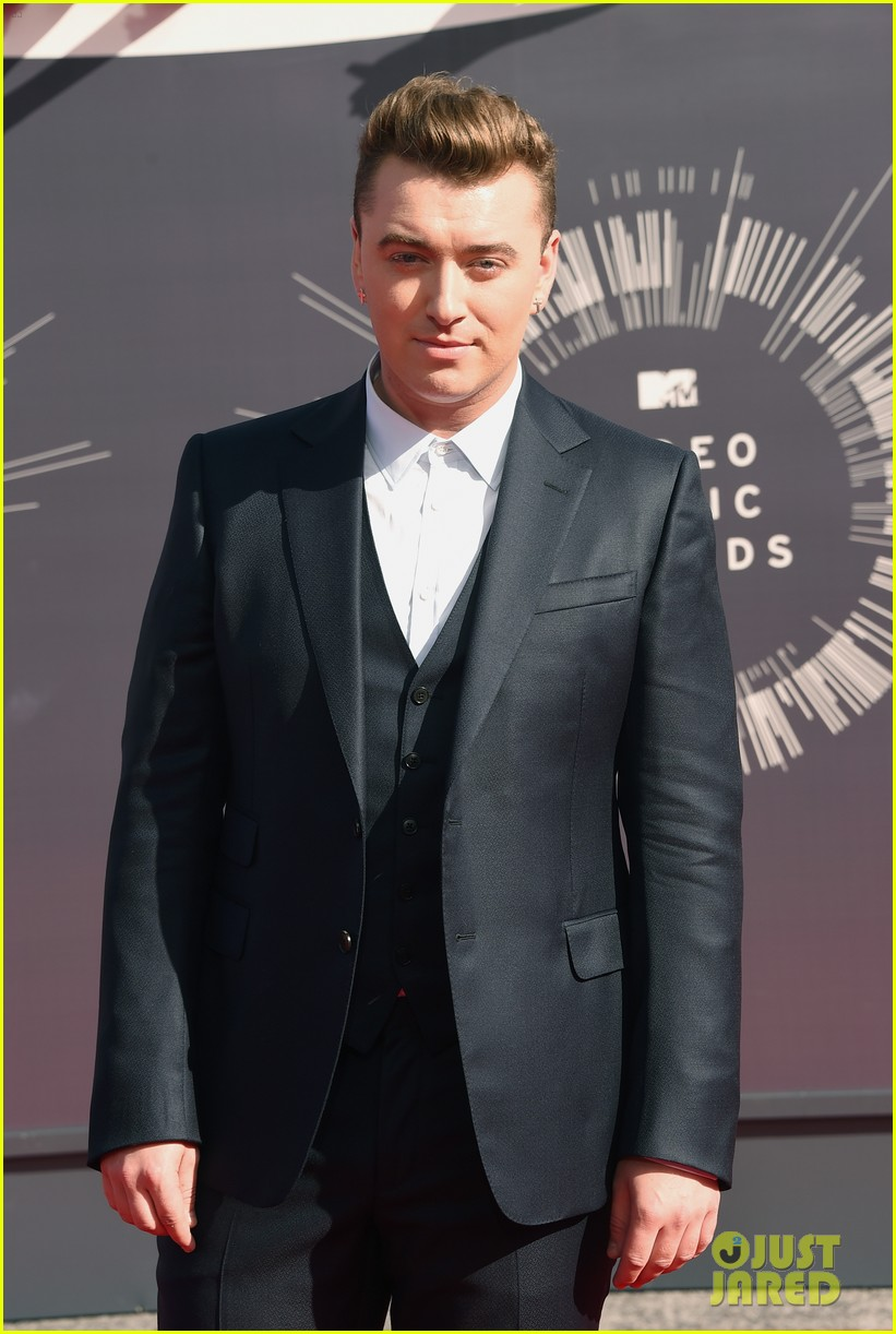 sam smith meets up with beyonce backstage at the mtv vmas 2014 05