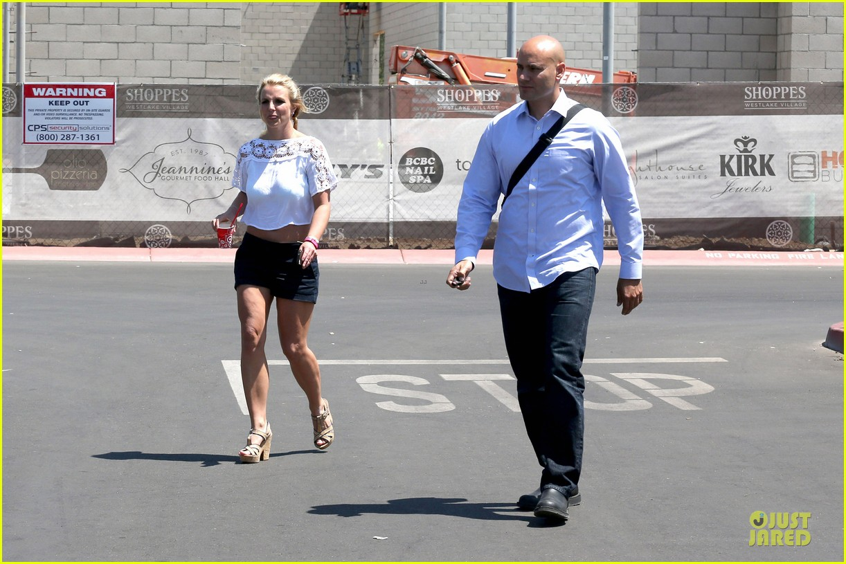 britney spears dumps ice on manager larry rudolph 06