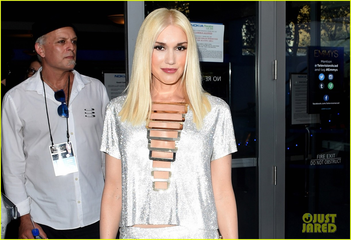 gwen stefani shines on red carpet at emmys 2014 053183594