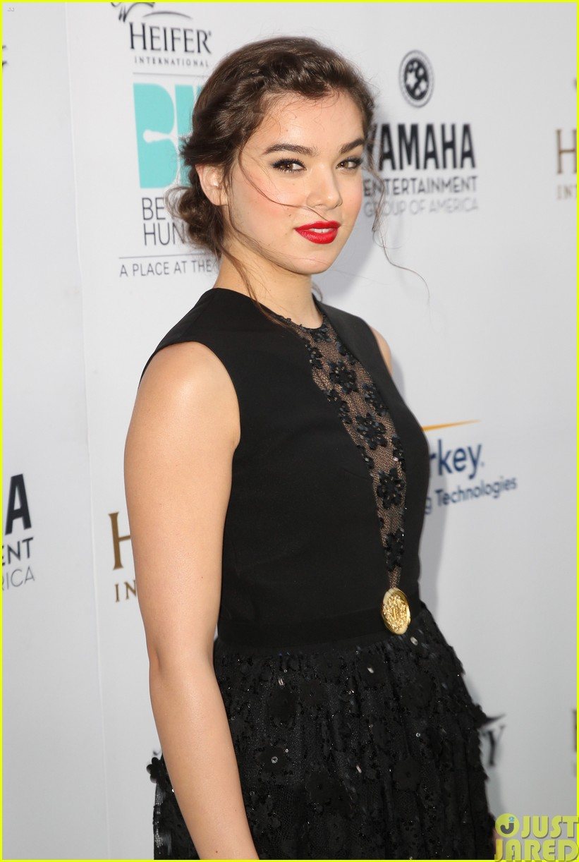 hailee steinfeld llama poses beyond hunger party 02