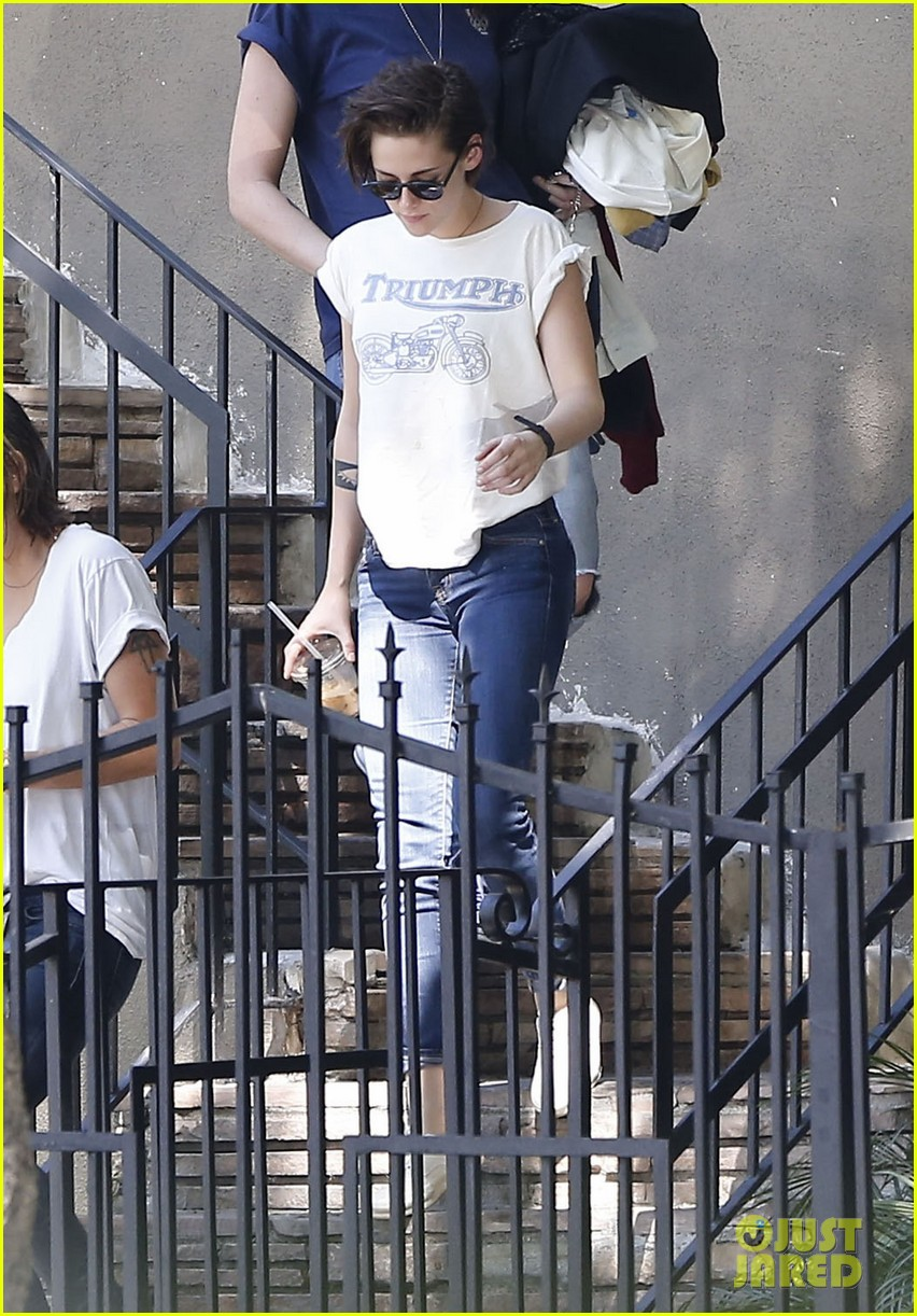 kristen stewart triumphs during weekend hangout with friends 12