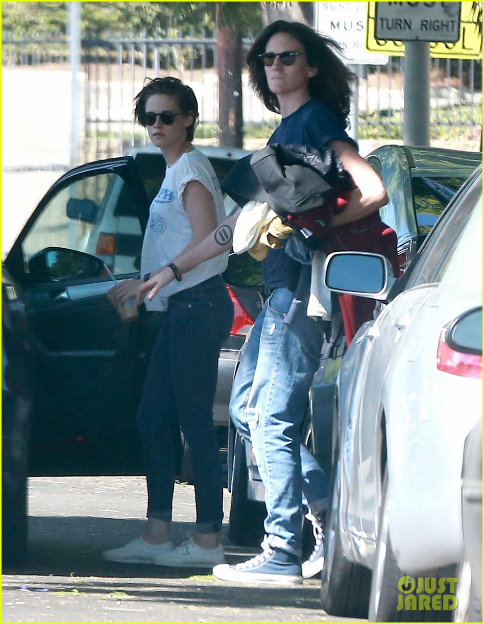 kristen stewart triumphs during weekend hangout with friends 23
