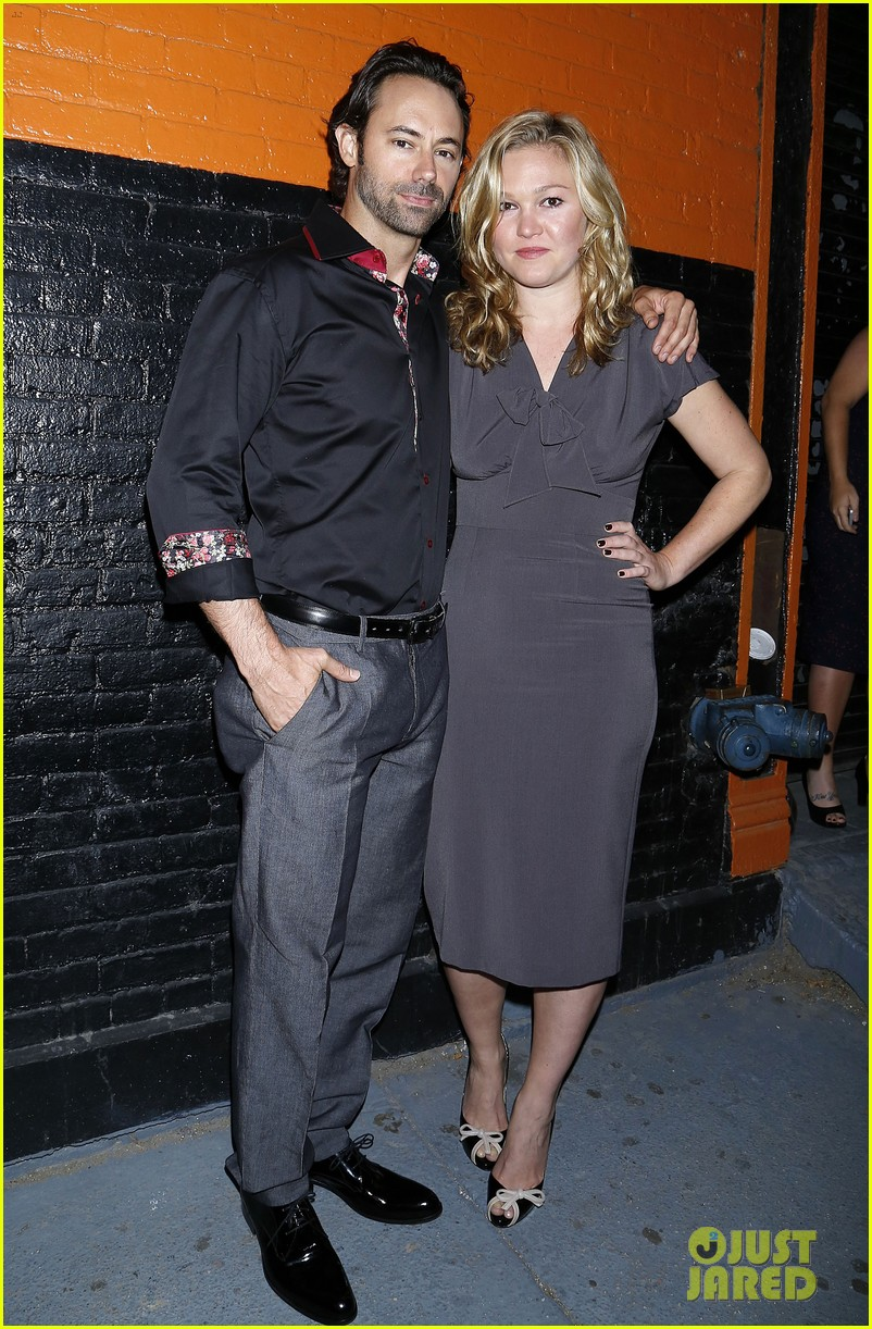 julia stiles celebrates phoenix opening night 02