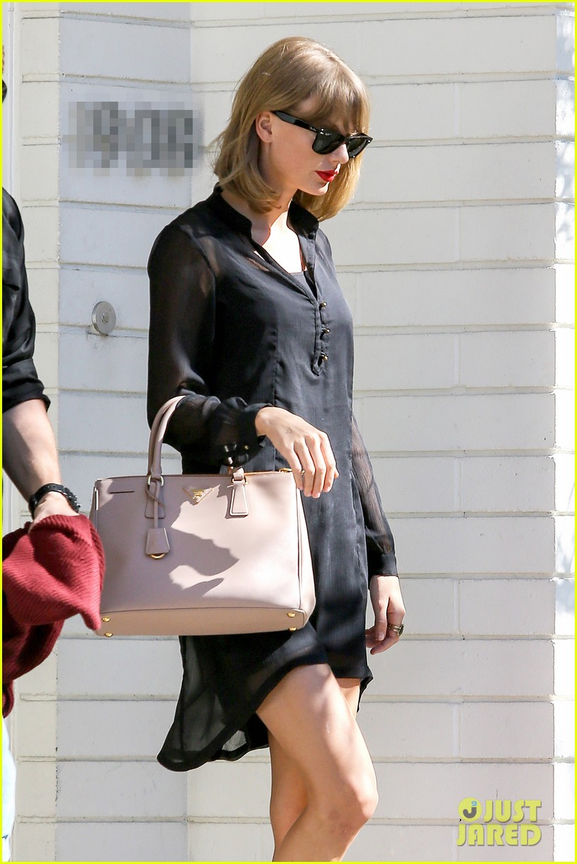 taylor swift steps out after near run in with john mayer 02