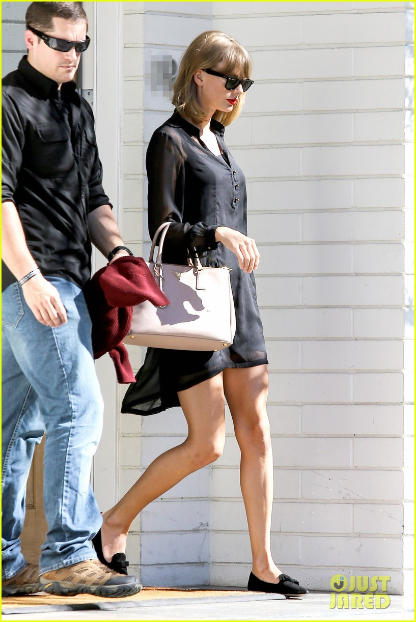 taylor swift steps out after near run in with john mayer 08