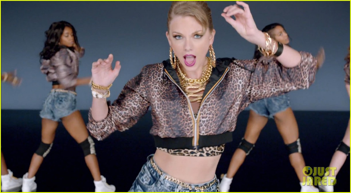 taylor swift shake it off music video 11