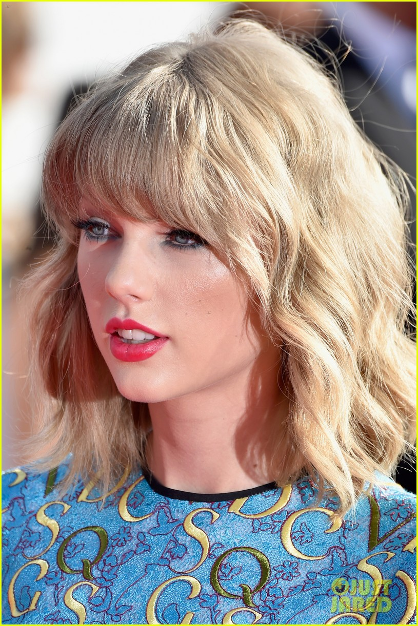 taylor swift wears tiniest romper to mtv vmas 2014 04