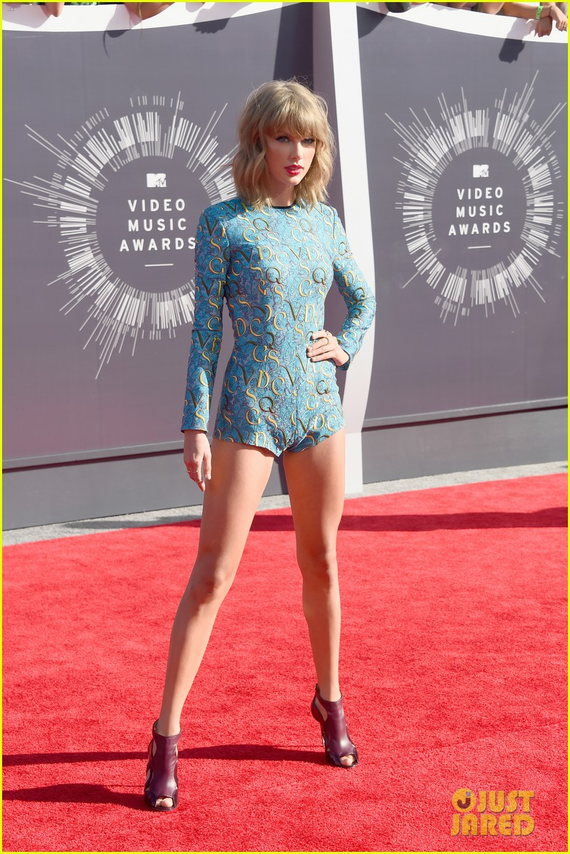 taylor swift wears tiniest romper to mtv vmas 2014 063182341