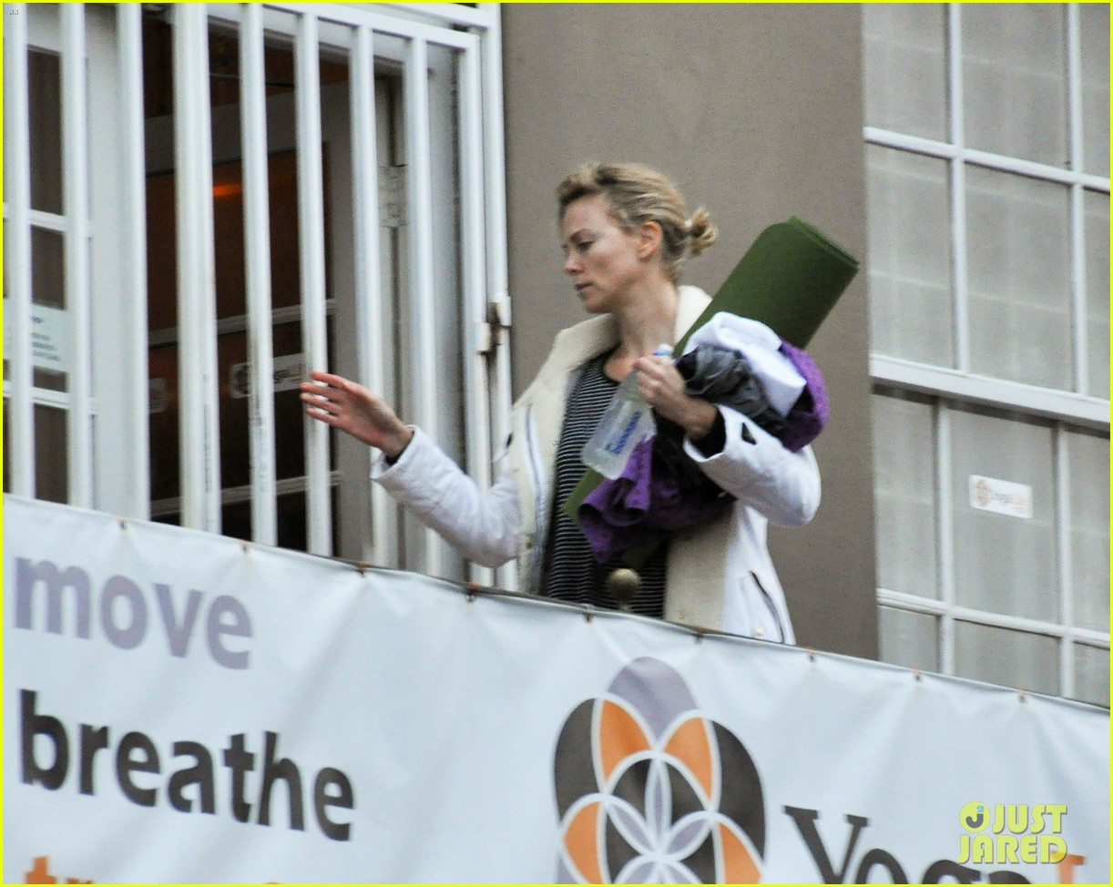 charlize theron tia mowry soulcycle ban 05
