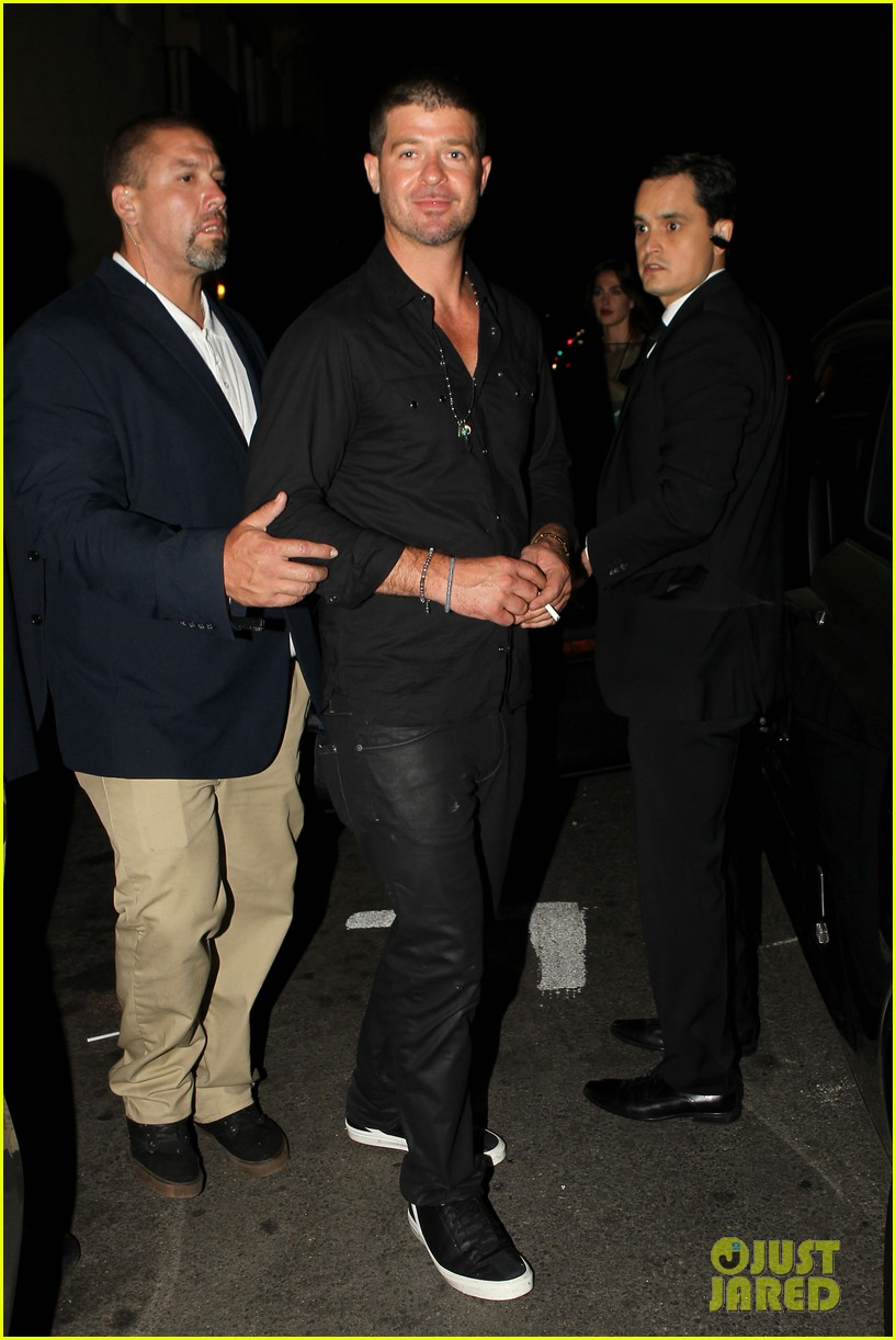 robin thicke hung out at the club with kendra wilkinson 03