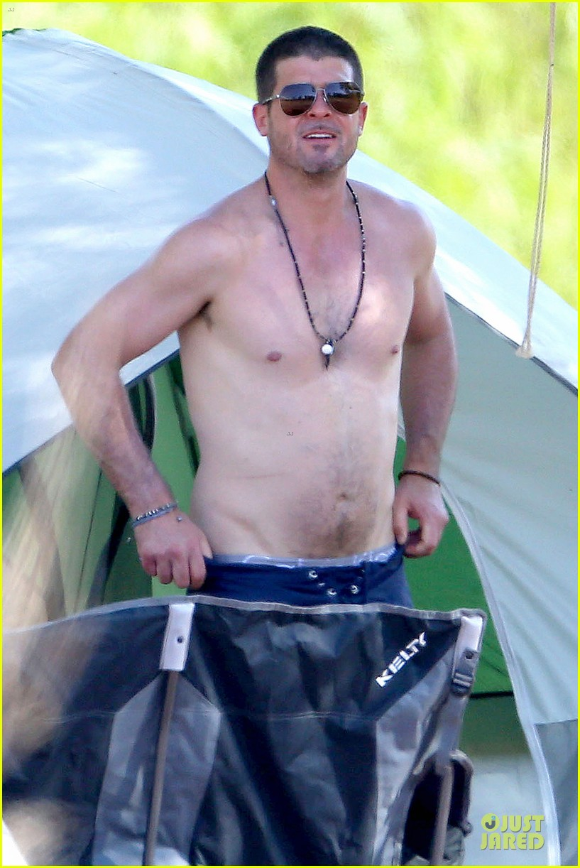 robin thicke goes shirtless during lake perris trip 02
