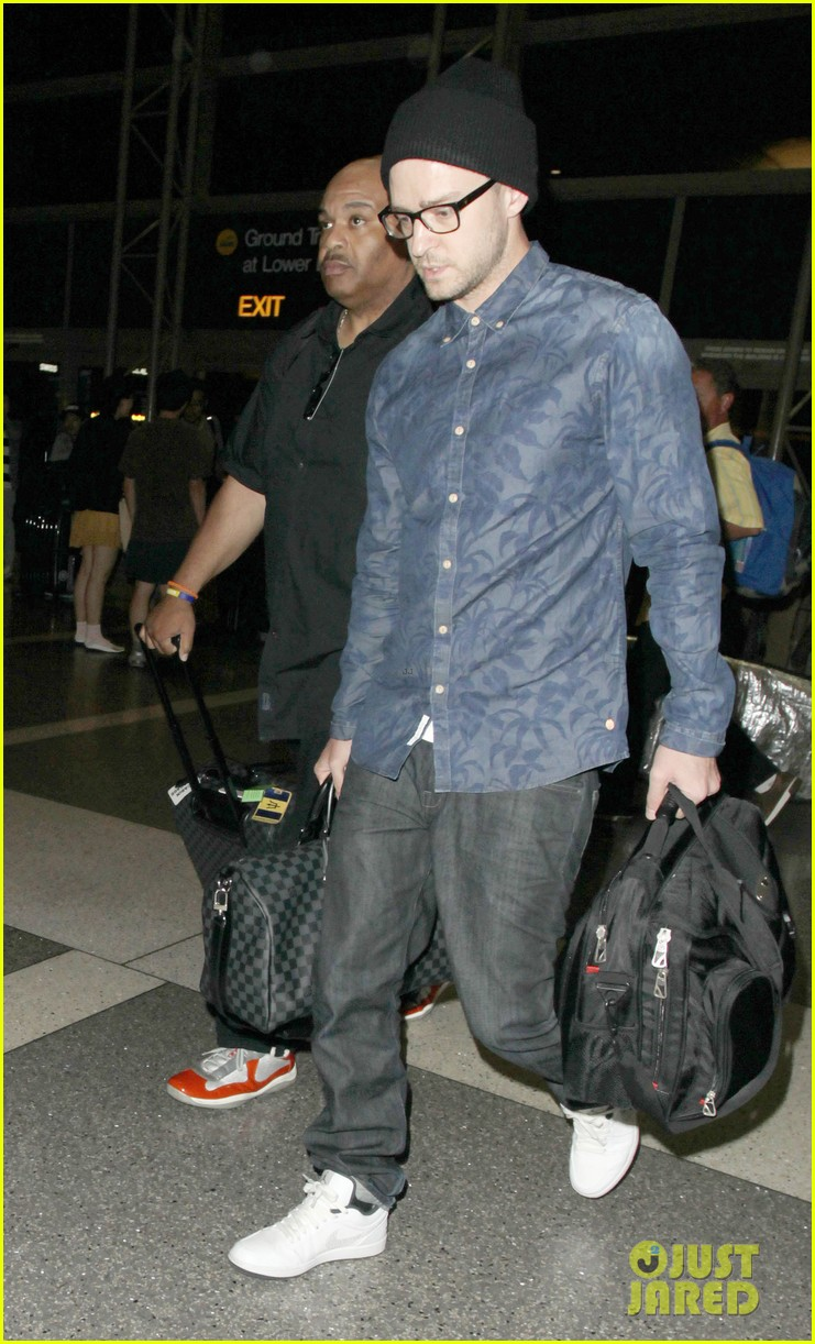 justin timberlake jets out of lax for the uk leg of his 2020 013176744