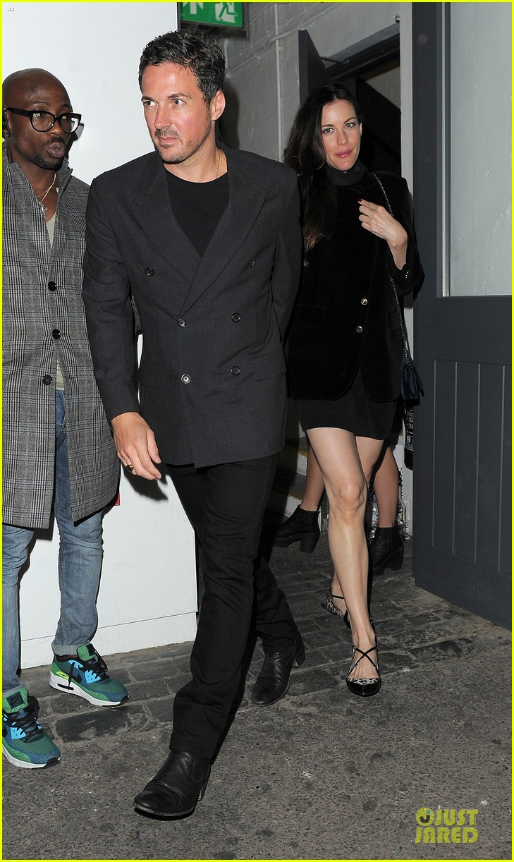 liv tyler dave gardner hold hands in london 05