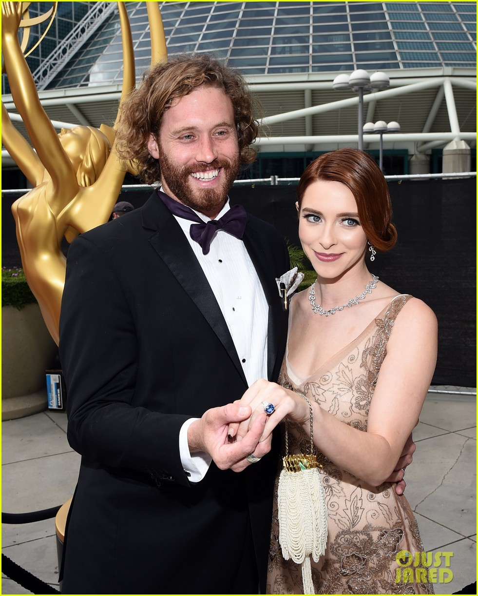 tj miller silicon valley emmy red carpet 023183798