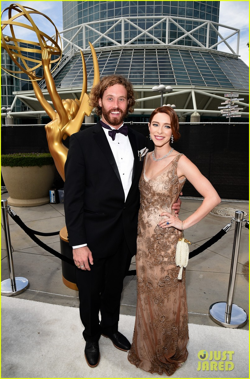 tj miller silicon valley emmy red carpet 073183803