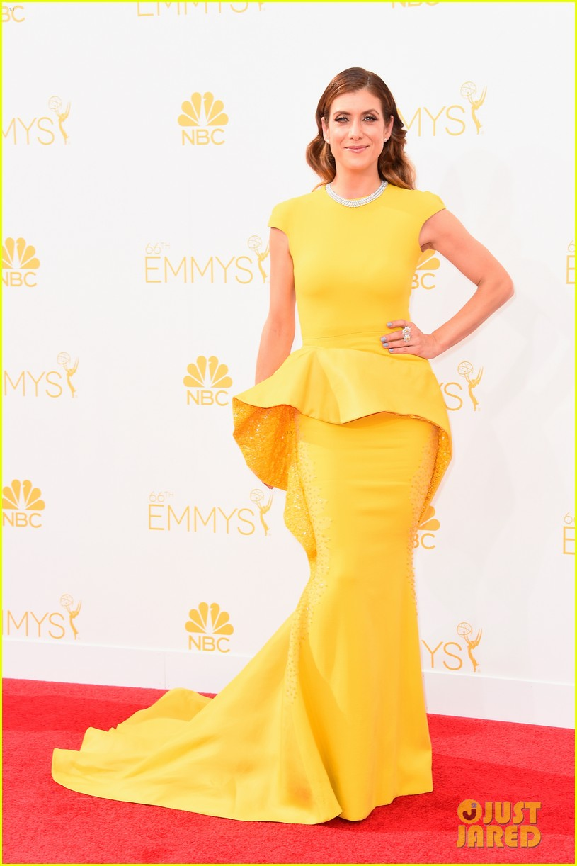 kate walsh lucy liu emmy red carpet 01