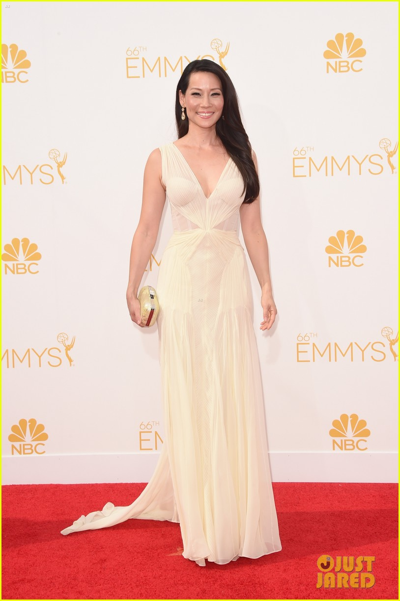 kate walsh lucy liu emmy red carpet 07