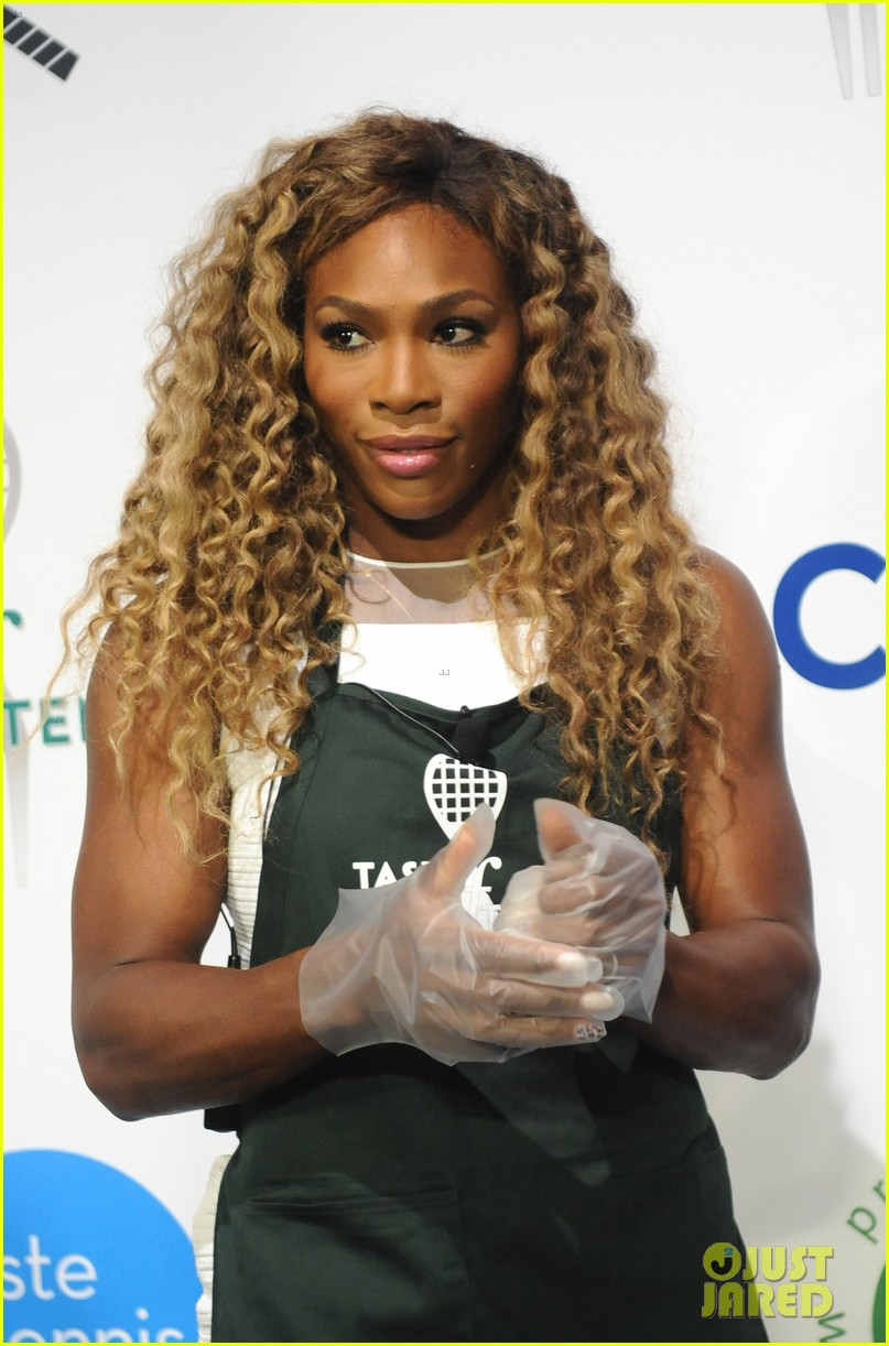 serena williams cooks up a storm at the taste of tennis gala 2014 03
