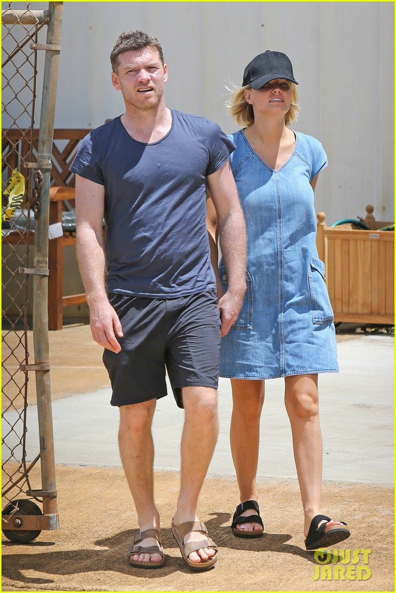 sam worthington lara bingle show off beach bodies in hawaii 103185731