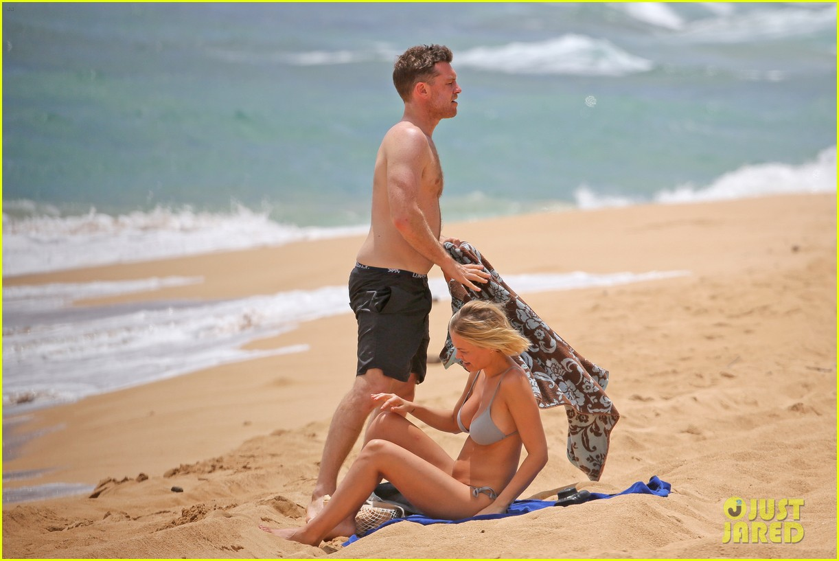 sam worthington lara bingle show off beach bodies in hawaii 26