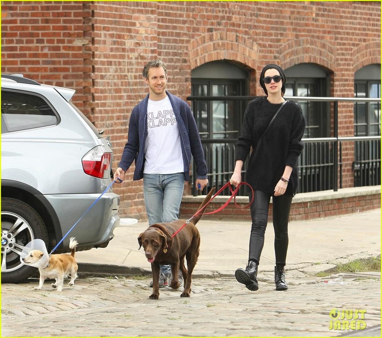 anne hathaway adam schulman injured dog walk 01