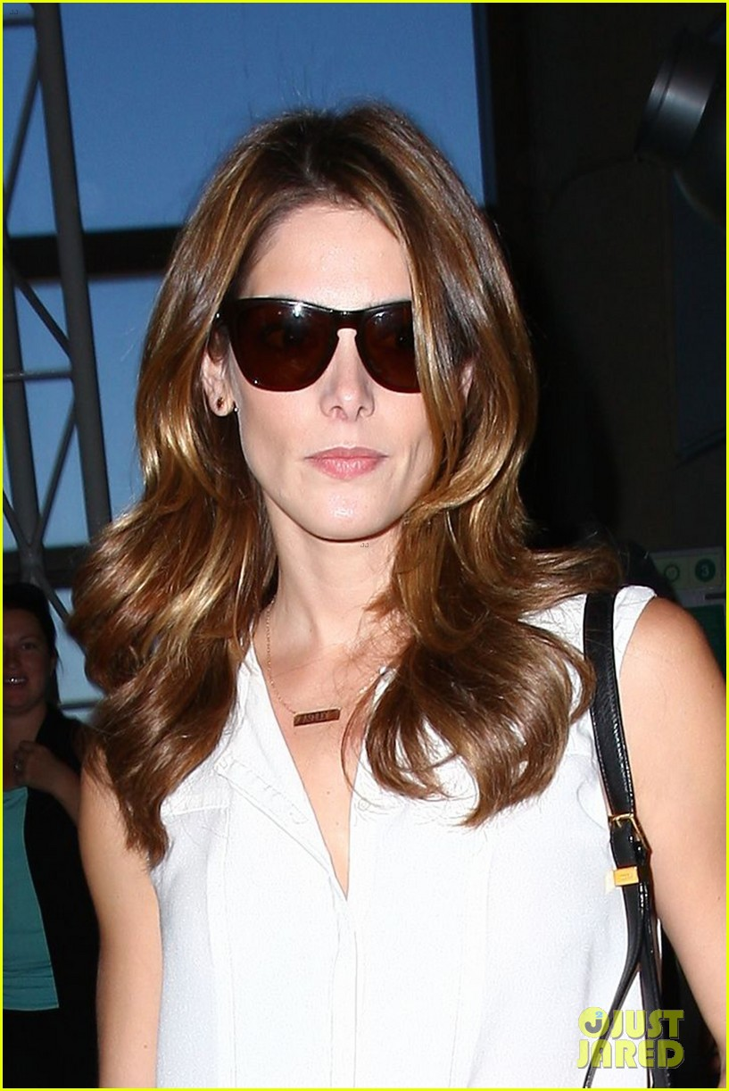 ashley greene flaunts toned legs lax 05