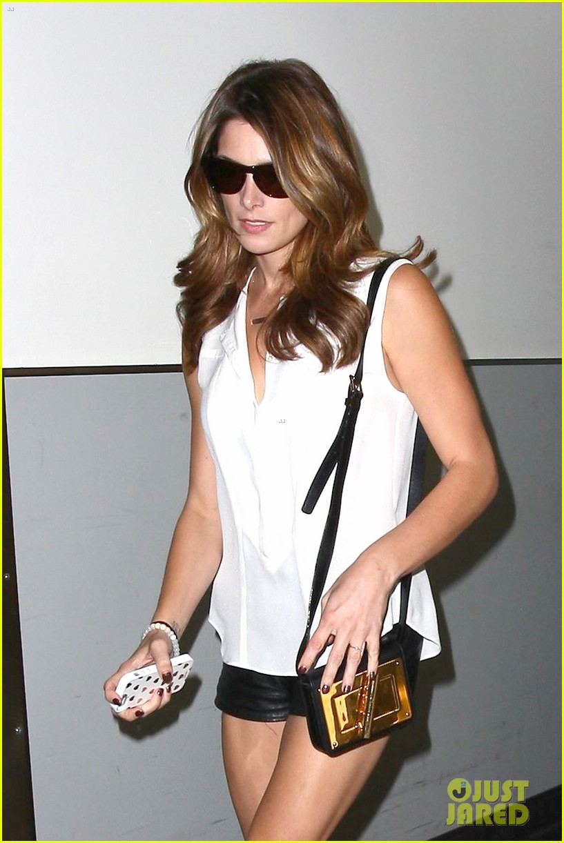ashley greene flaunts toned legs lax 12
