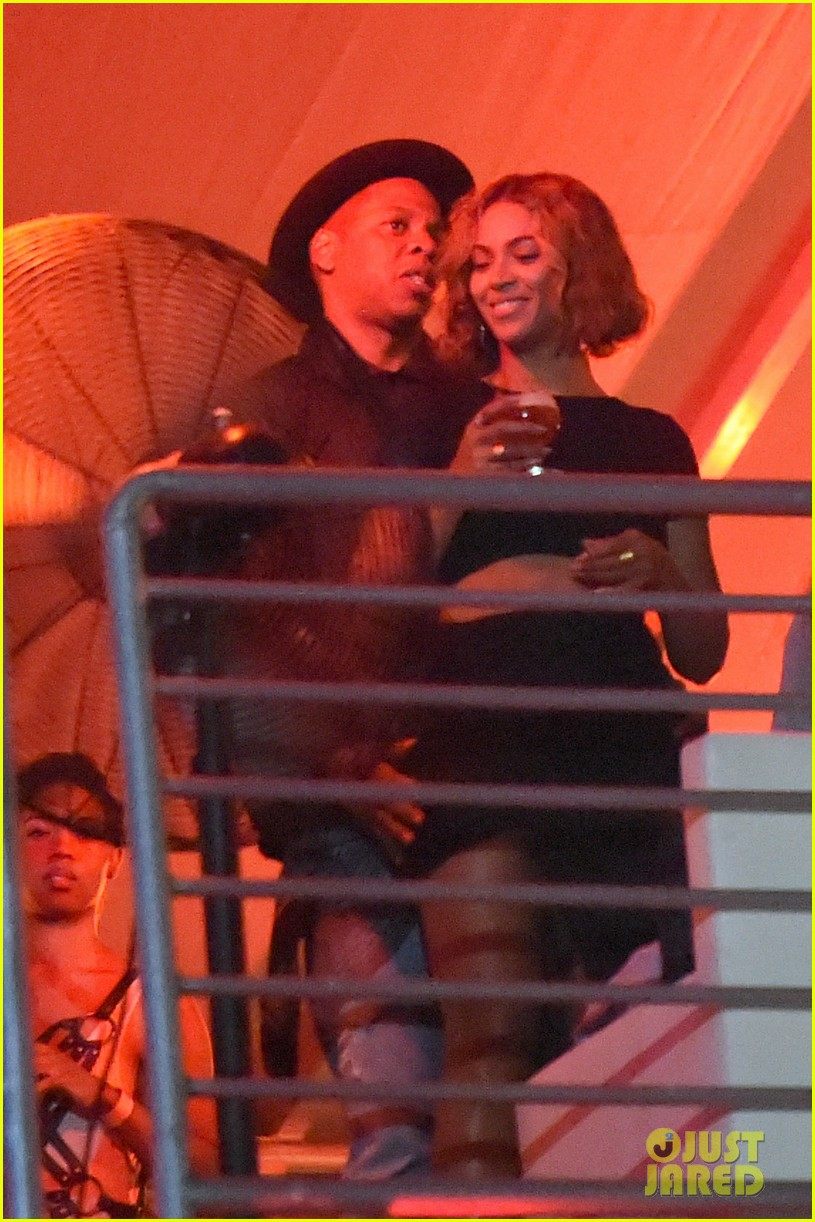beyonce jay z combat split rumors by looking so in love 033187360