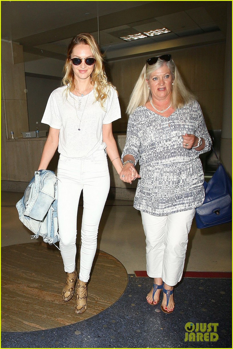 Full Sized Photo Of Candice Swanepoel Eileen Hold Hands At Lax Airport 02 Photo 3205876 Just Jared