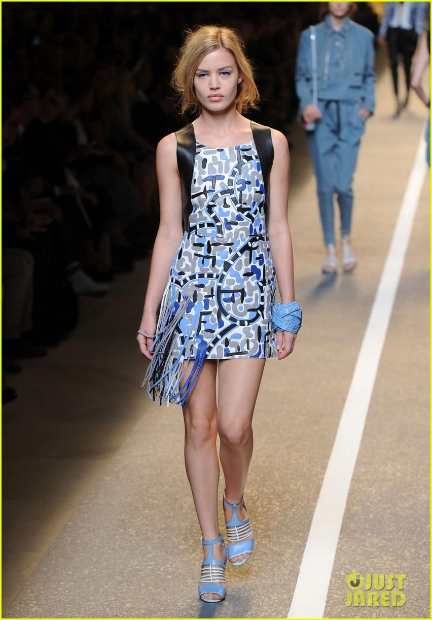 cara delevingne is having great week walks runway for fendi 033199748