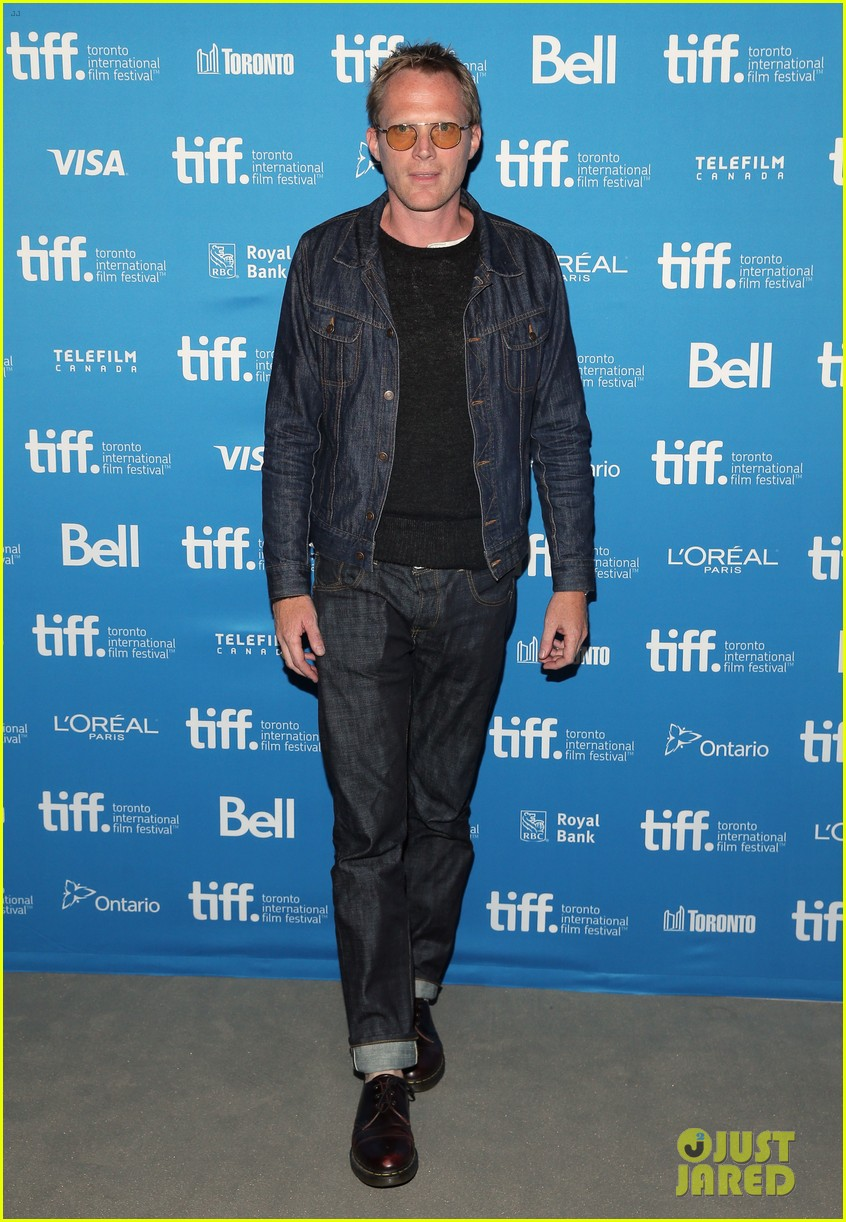 http://cdn02.cdn.justjared.com/wp-content/uploads/2014/09/connelly-fired/jennifer-connelly-paul-bettany-shelter-premiere-07.jpg