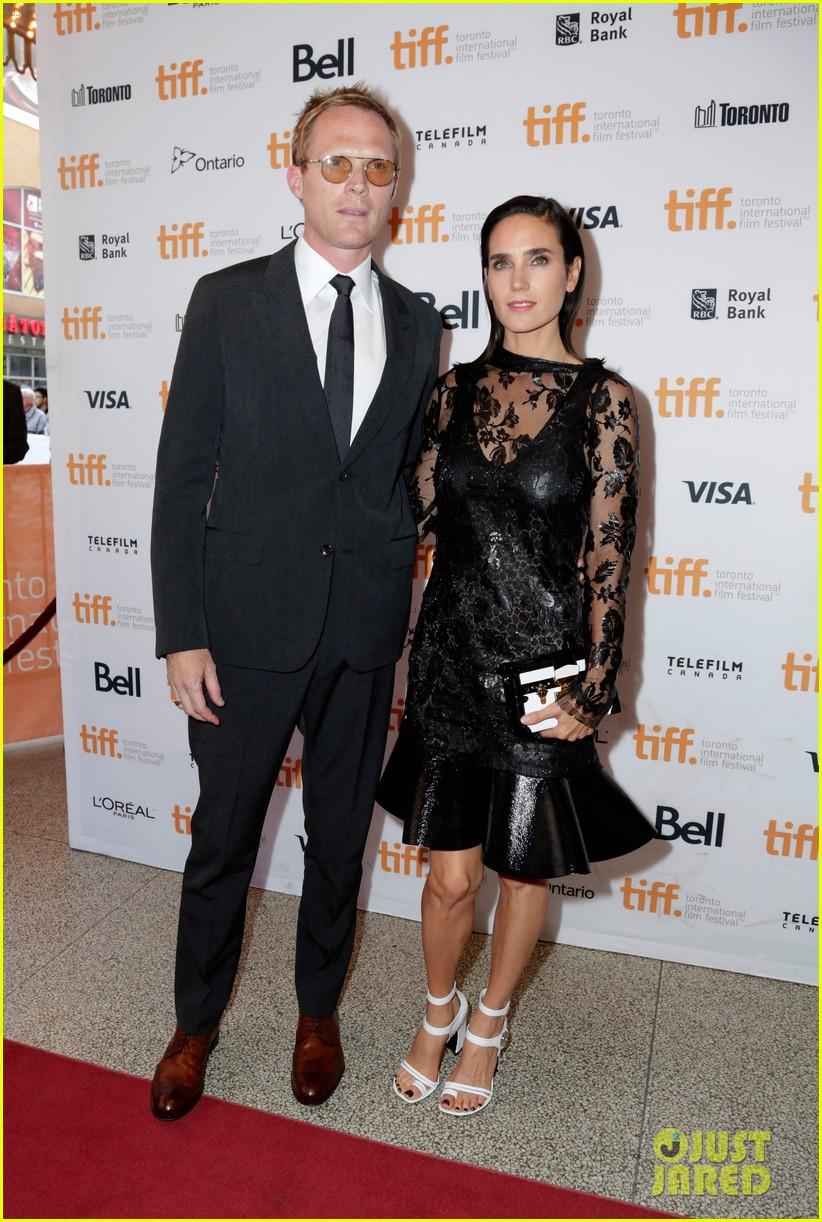 http://cdn02.cdn.justjared.com/wp-content/uploads/2014/09/connelly-fired/jennifer-connelly-paul-bettany-shelter-premiere-12.jpg