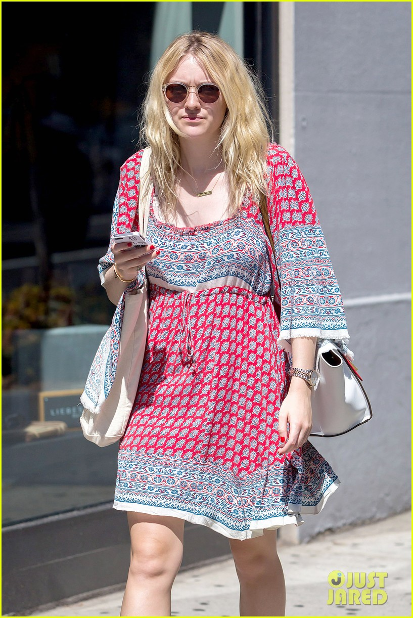 dakota fanning tries to live a normal life 02
