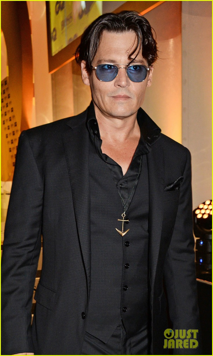 johnny depp presents gq men of the year awards 2014 023188263