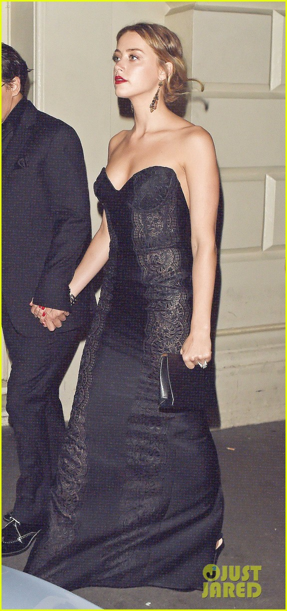 johnny depp amber heard hold hands gq men of the year awards 08