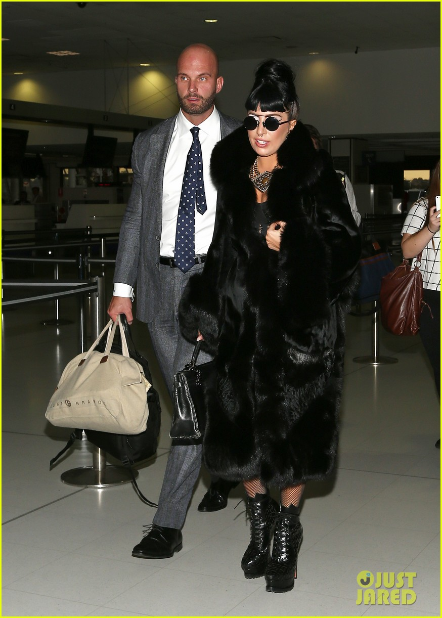 lady gaga reunites with pet pooch asia at lax airport 103187700