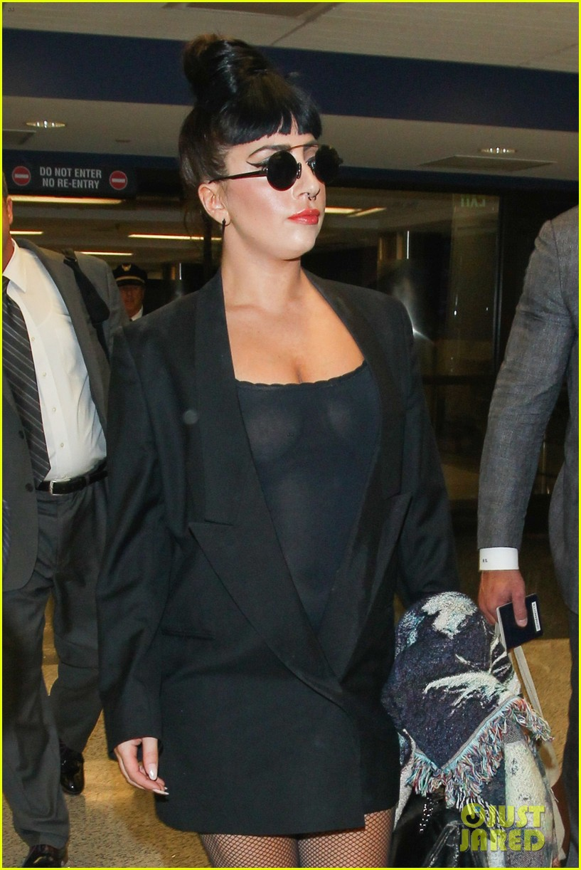 lady gaga reunites with pet pooch asia at lax airport 16