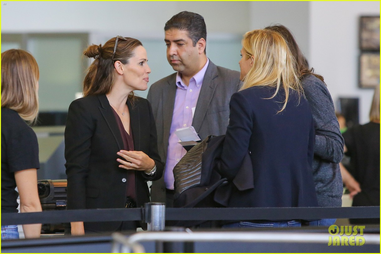 jennifer garner scott speedman land in toronto for tiff 11