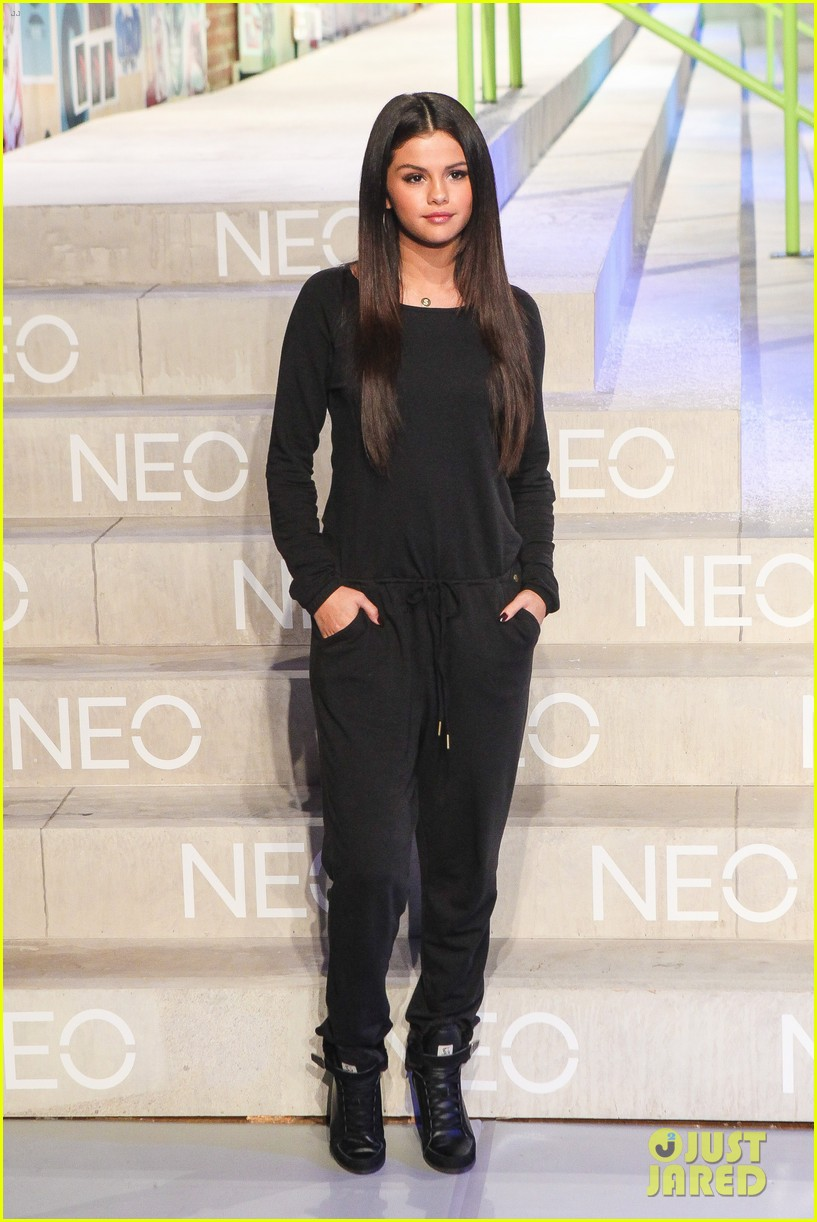 selena gomez adidas neo label show 19