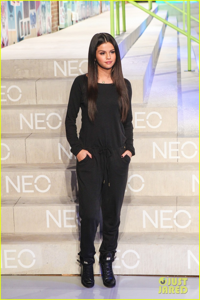 selena gomez adidas neo label show 20