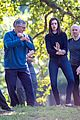 anne hathaway does tai chi with robert de niro again 07