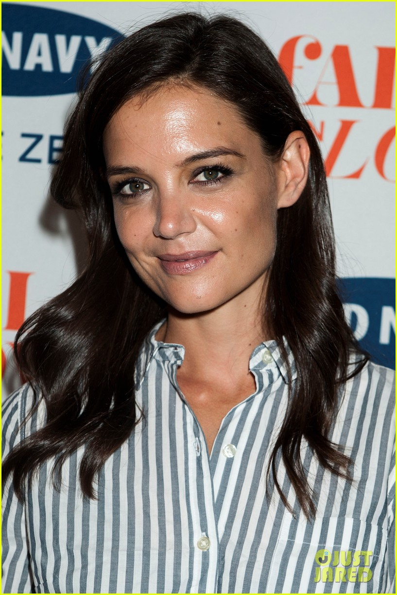katie holmes gets temporary tattoos at joe zee nyfw event 09