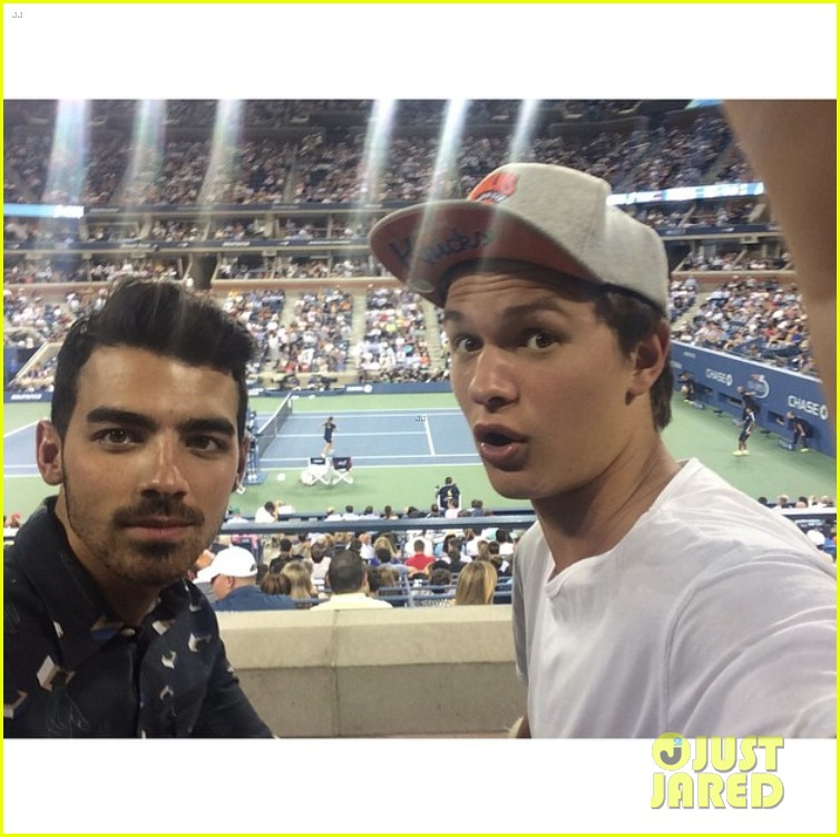 joe jonas ansel elgort fan selfies us open 2014 043189053